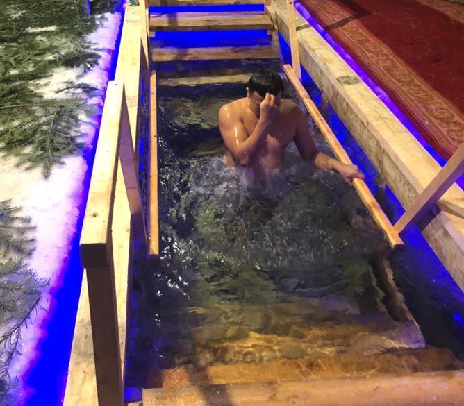 Сотрудники учреждений ОФСИН России по Республике Алтай приняли участие в Крещенских купаниях