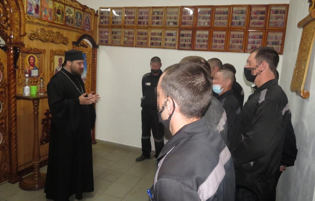 Священнослужитель встретился с осужденными и подростками в СИЗО-1